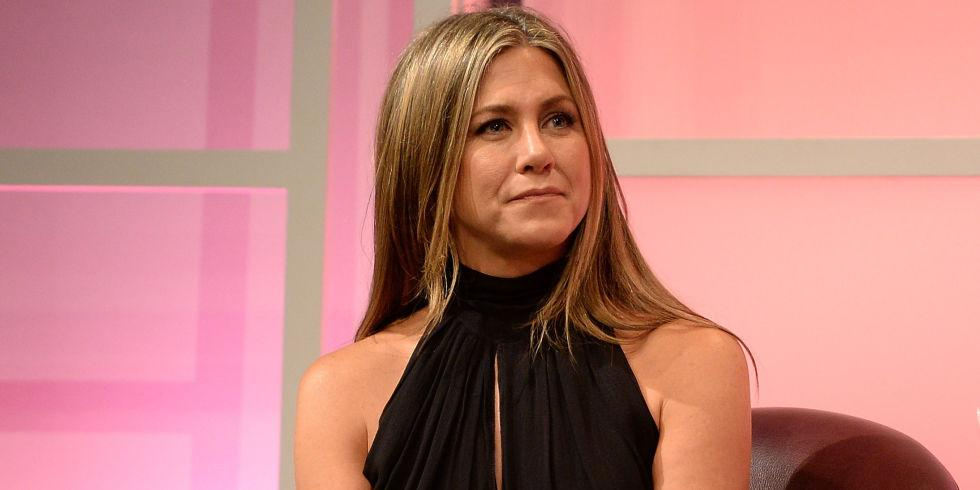 """Wait, WHAT. Jennifer Aniston revealed a MAJOR truthbomb about """"Friends"""" 😱  http://t.co/3nPXpN4UWy http://t.co/FAizyM5gWb"""