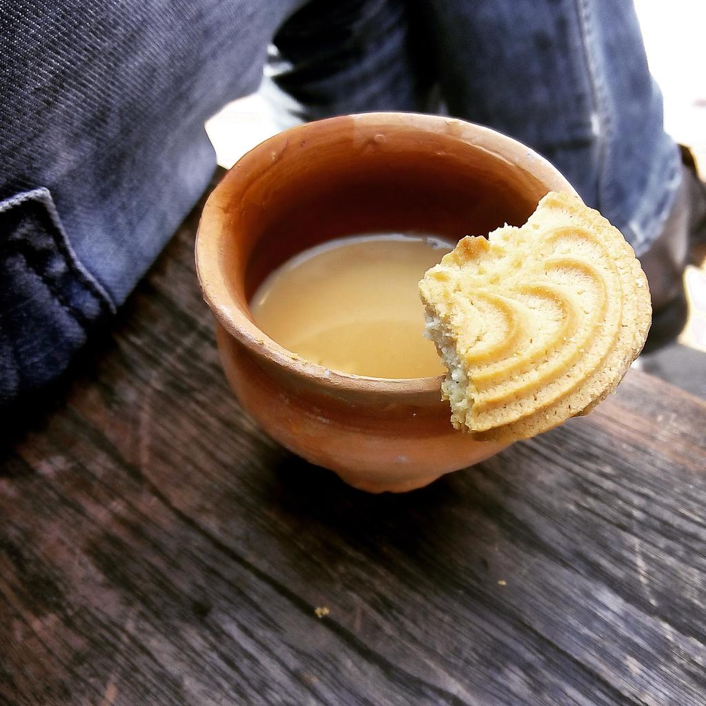My morning chai and biscuits from our local chaiwallah. #startups #founder #simplepleasures #kolkata http://t.co/v1bdKFbUg9