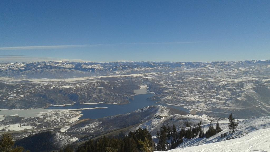 Beautiful! RT @donnie_pc: @SkiUtah @SundanceResort day skiing at deer valley no shadows,  Only natural sun http://t.co/1gc4HYS96E
