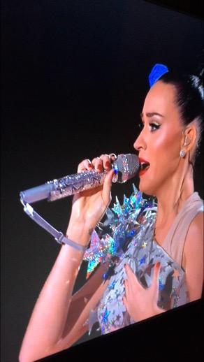 Katy Perry I feel like you should concentrate on your show and not on playing the wii right now... http://t.co/9HelLbds6t