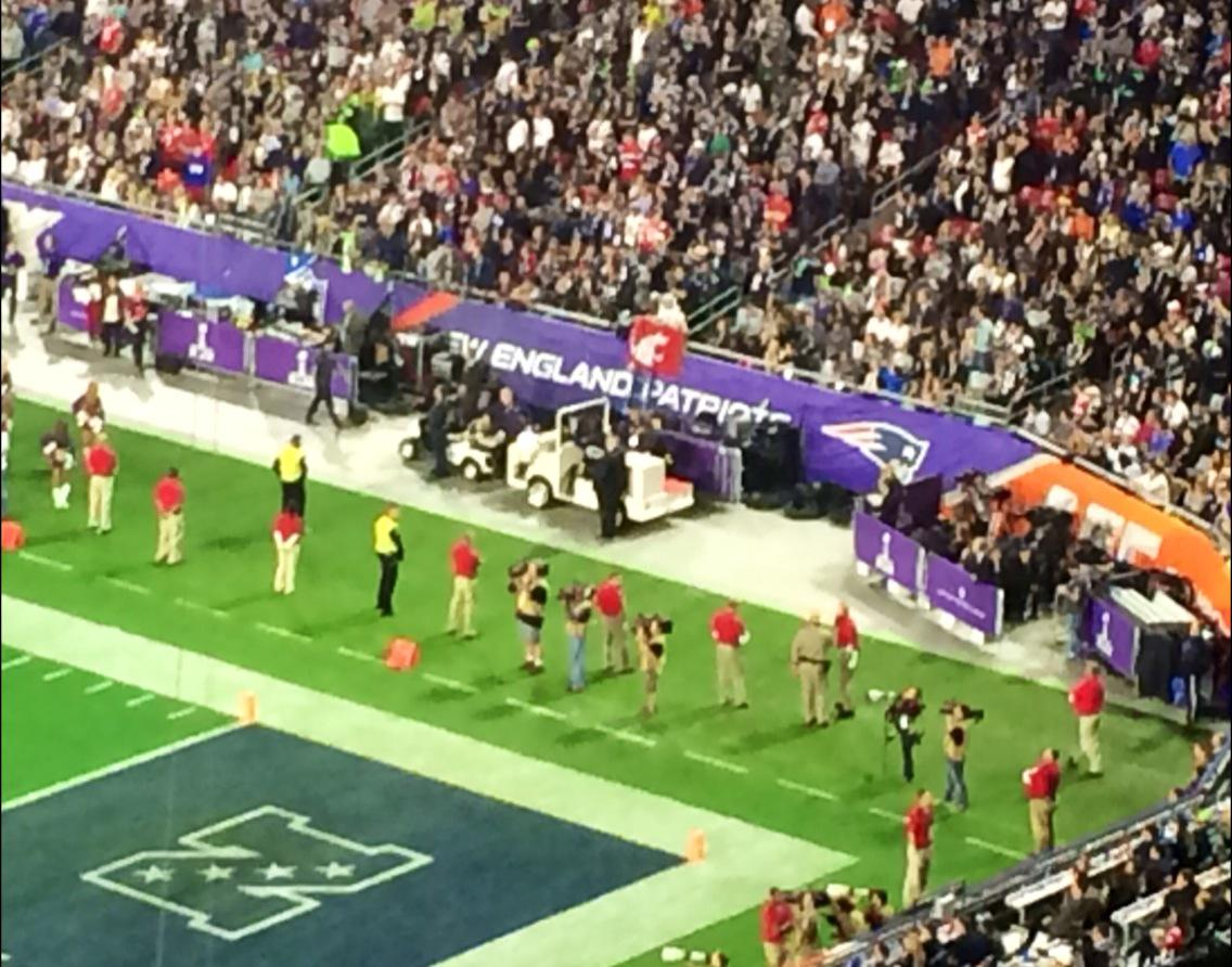 I see you #WSU flag! #SuperBowlXLIX #GoCougs http://t.co/wv95Fgg0xY