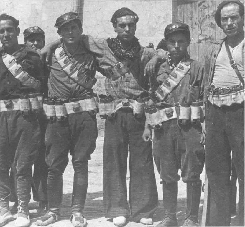 FAI式手榴弾 スペイン内戦でアナーキスト達が作った自作武器。ミルズ式手榴弾と似たような機構だけどレバーを抑えているのは細いヒモ。やめてくれよ(絶望) 投げた当人をも殺す公平な手榴弾とはジョージ・オーウェルの談 出典はカタロニア讃歌