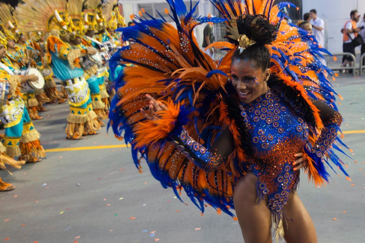 фото танцующих бразильянок дом