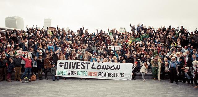 An incredible showing at @divestlondon's action today at city hall. Can't get enough of these beautiful images! http://t.co/KCuNpcqKgY