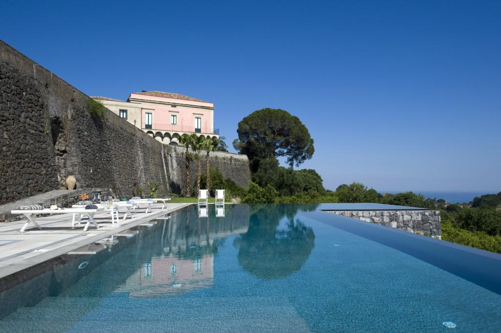 RT @ViewtheVibe Didn't book your #ValentinesDay trip in time? Italy is classic http://t.co/U6NlcN2EpL cc: @ThinkVillas @trecontrade