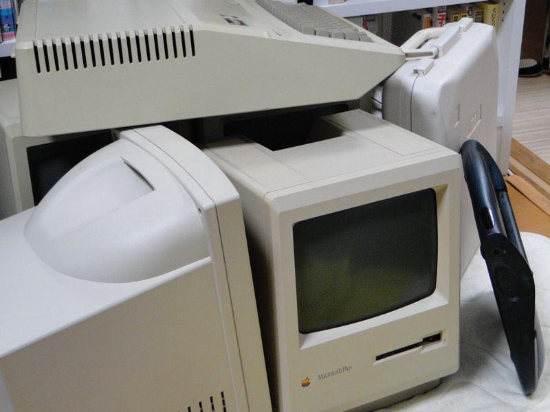 Macintosh 30 Years Meeting Tokyoから戻ってきた8台のビンテージMacたち。私は今回出席できなかったけど盛大だったようでなにより。それにしてもジョーさん義理堅いなあ...。ありがとうございました ^^ http://t.co/TyVUMBDIqk