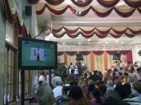 Wedding reception in Bangalore streaming #IndvsPak game http://t.co/YvlSbzEWtX  #CWC15 (via @harryjohal1982)