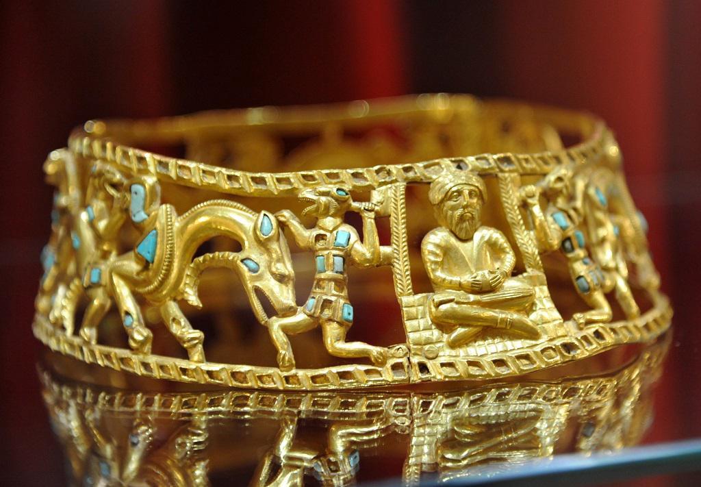 золотые украшения фото
