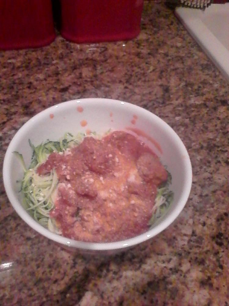 Zucchini pasta with pea-protein Italian meatballs and vegan cheese! #vegan #NutriLiving #MeatlessMonday http://t.co/d6XzD7l9Qp
