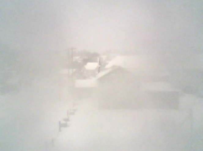 Somewhere in that snowy soup is 5 Corners in VH .. drive safe everyone .. http://t.co/UvzarR24XK