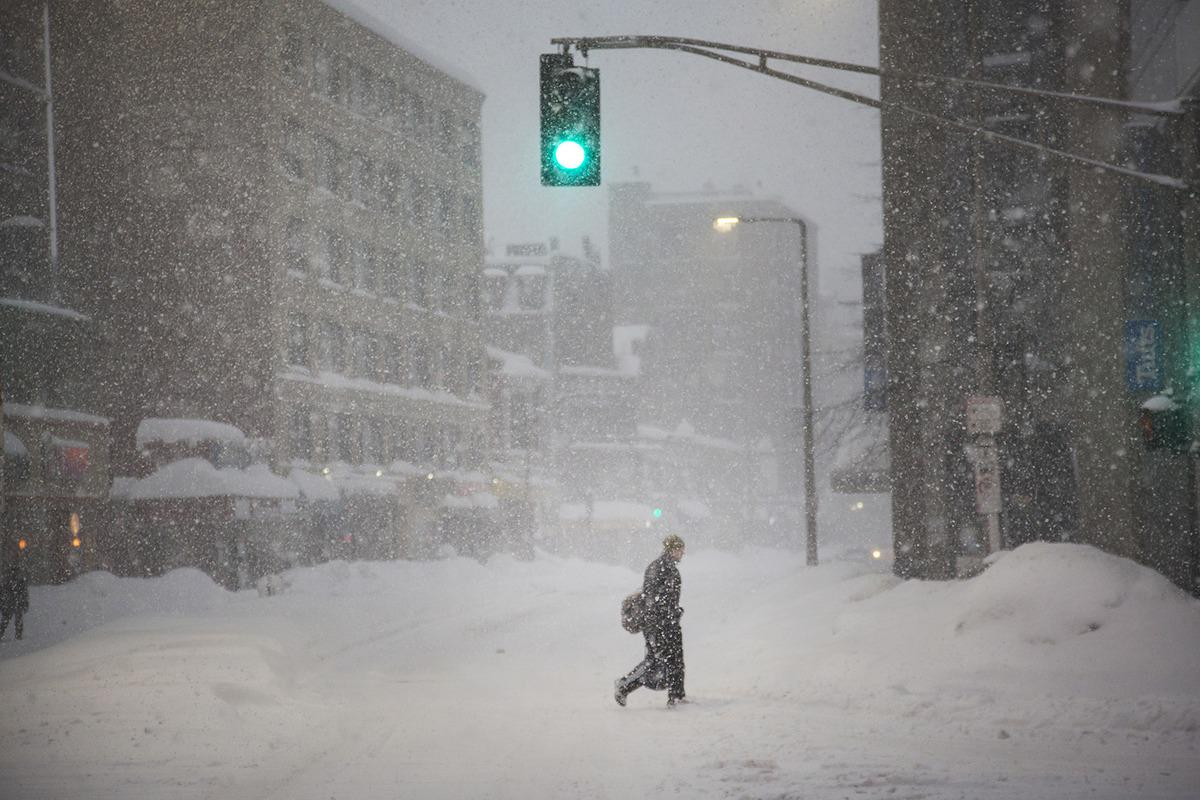 Blizzard dumps another foot of snow on winter-weary Boston http://t.co/o1L2XDGYdK http://t.co/a5vzmZmYLn