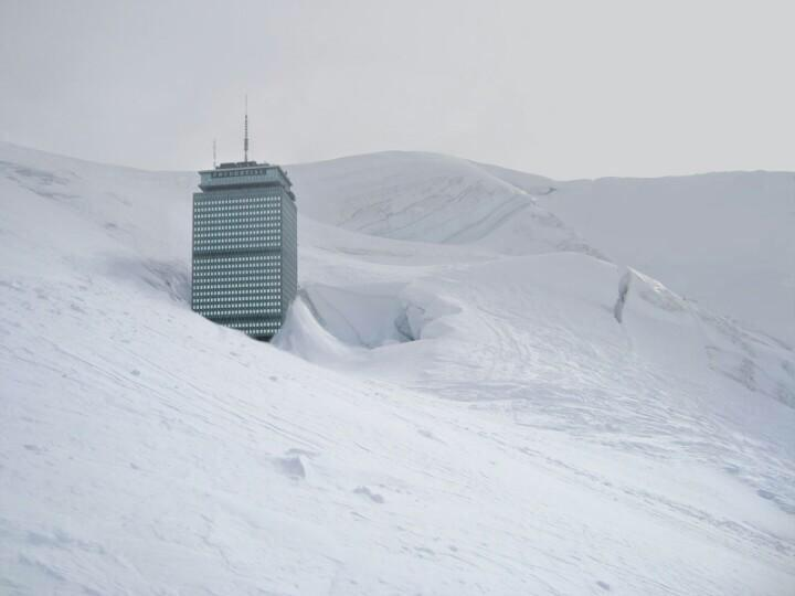 Shocking real-life picture of how much snow Boston has on the ground! (pic @false_blackbear) http://t.co/NMGYXRz93b