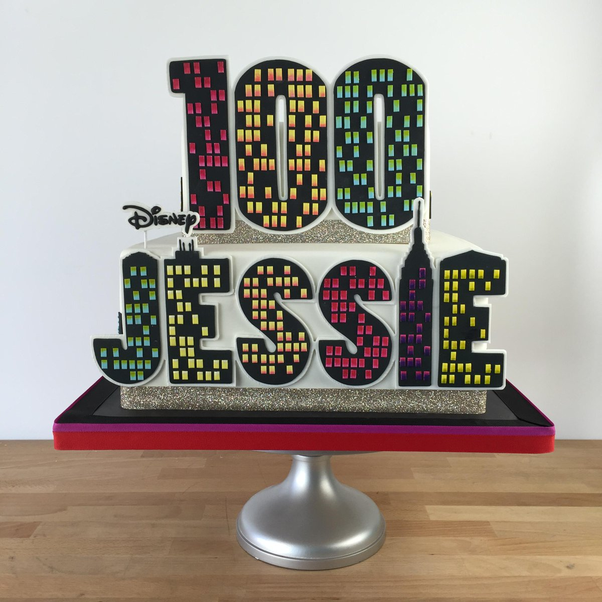 Congrats to @disneychannel's show Jesse on 100 episodes! We were honored to make the cake. http://t.co/bTNizAWaZ4 http://t.co/b2LuDgPEYS