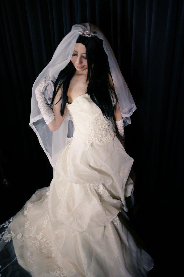 (敬称略)2回目は綾瀬ぎんが純白のウエディングドレス砂糖ざらめが写経のボディーアート計約30人の参加者が挑みます★