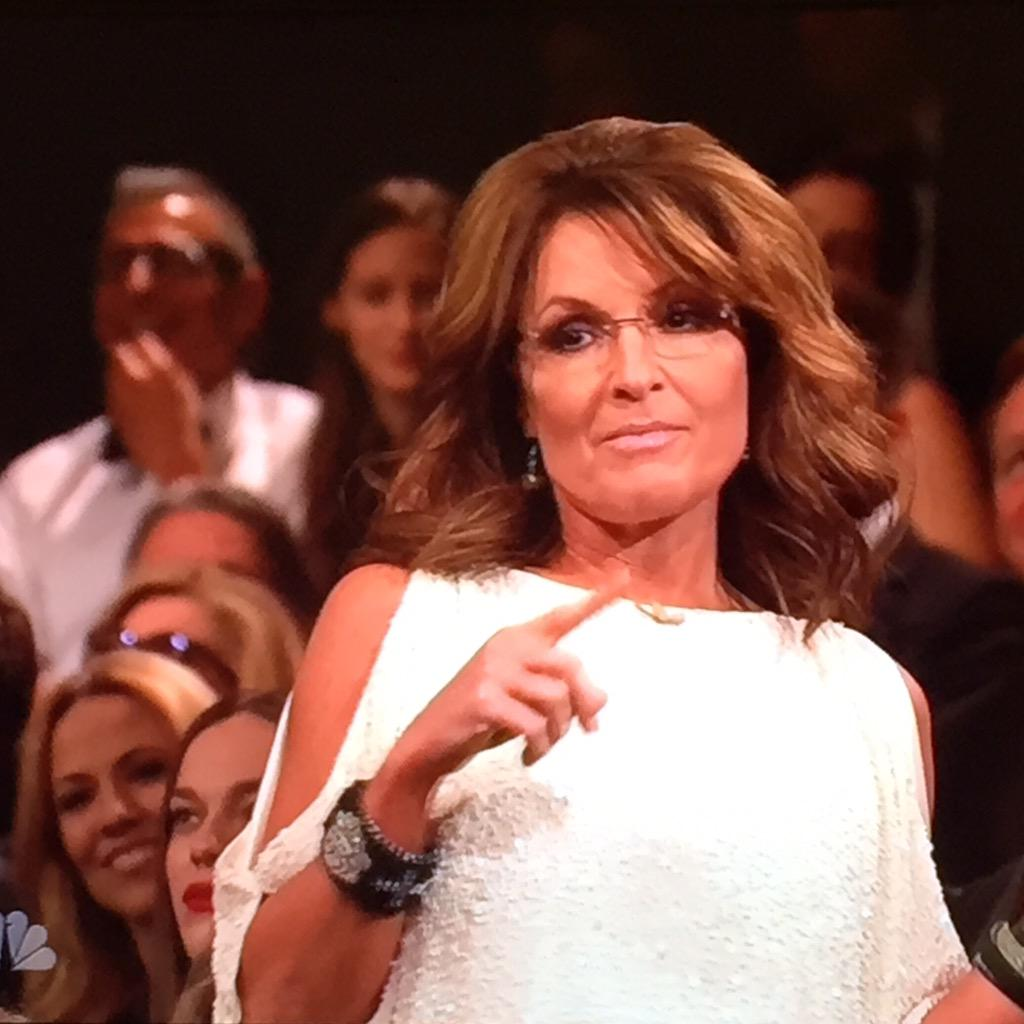 "TODAYshow: ""Yes, Tina."" ""No, it's Sarah, Sarah Palin"" #SNL40 http://t.co/SfExPojSHf"