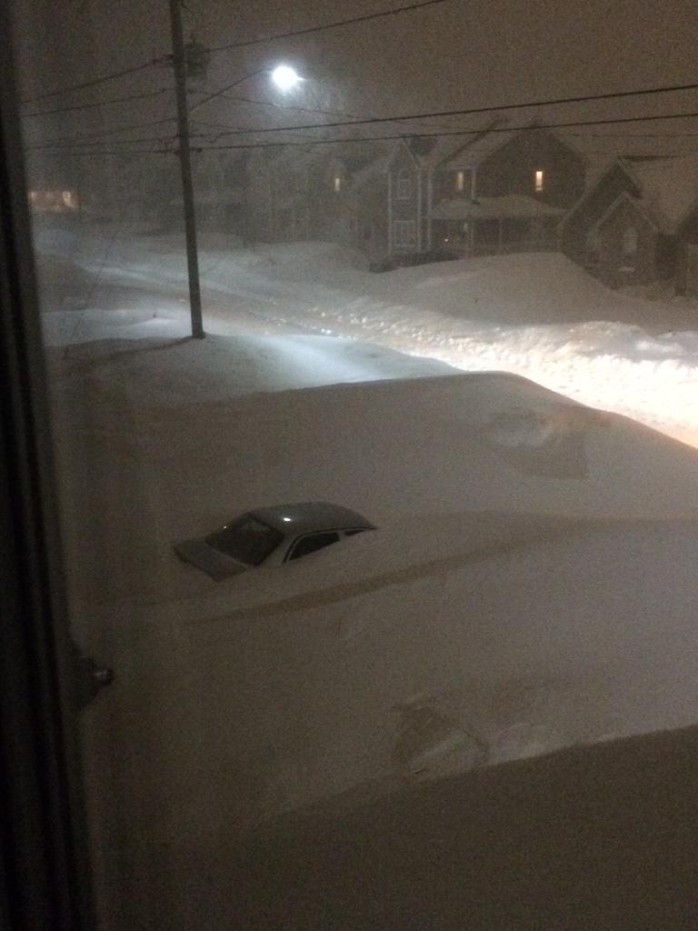 Quand il neige au Canada ça ne rigole pas ! (Vidéo)... B97LS-yIAAAYBYa