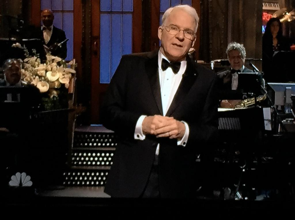"@SteveMartinToGo: ""Tonight is like an enormous high school reunion, a high school that is almost all white."" #SNL40 http://t.co/ouxbV3jb6K 😅"