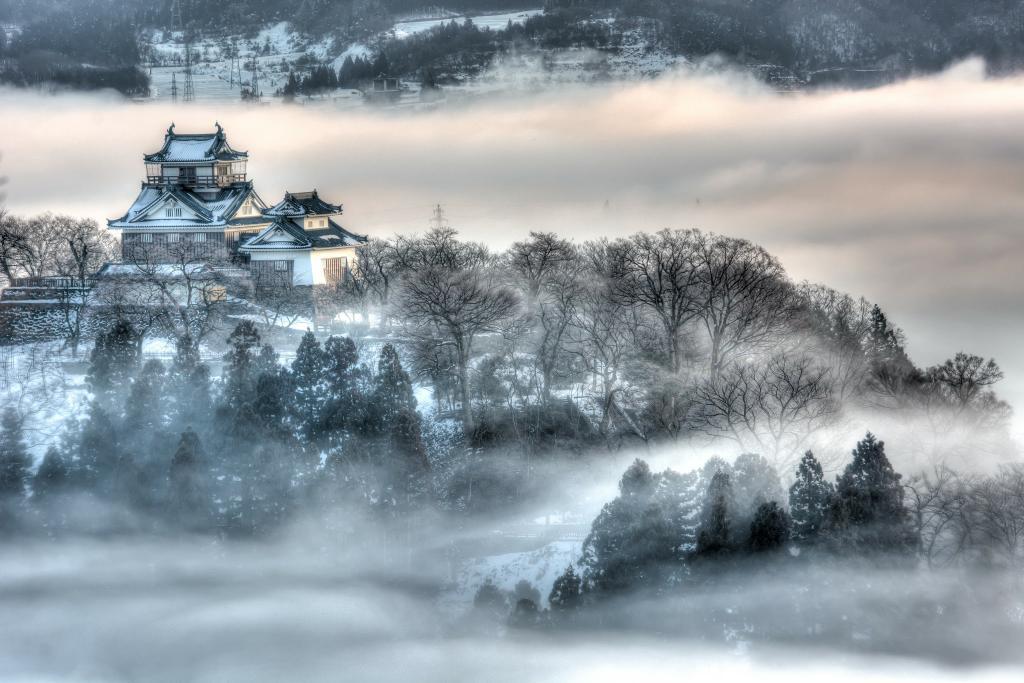 福井県 大野市 大野城・・・ 昨日の朝靄で撮れました #D7100 70-200mm pic.twitter.com/gNkzeAC55j
