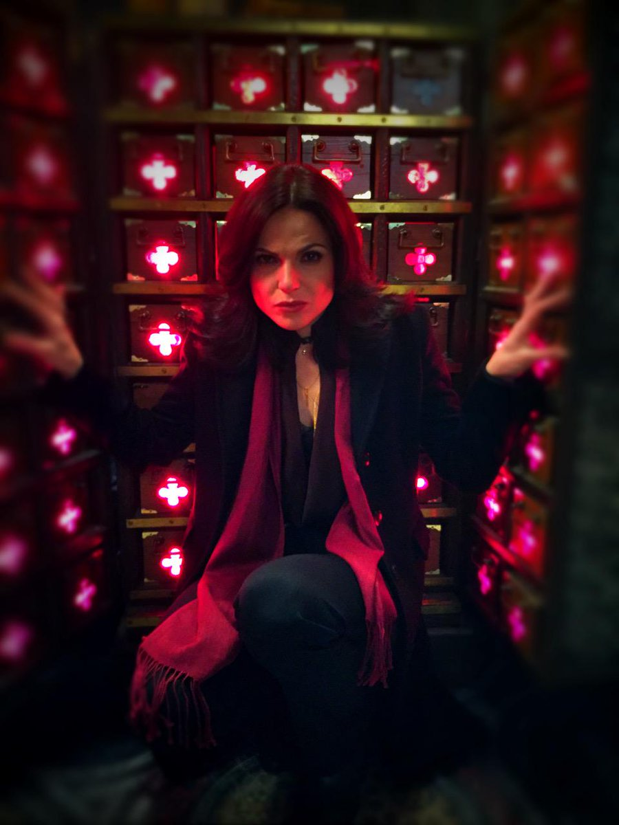 Another #OnceUponATime photo by director Billy Gierhart.  @LanaParrilla hard at work!  Hope to see ya March 1! http://t.co/HRvbJd6Ky9