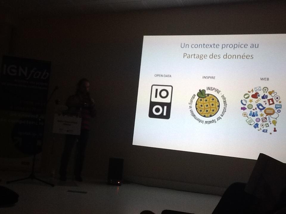#ApéroAFIGEO C'est au tour d'@isogeo qui présente son projet : service de reconnaissance numérique des données IGN http://t.co/olKm43DMRq
