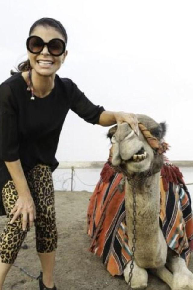 Yep! That's me making a new friend in #Israel ;) xoP RT @AndreaRosas__: @PaulaAbdul HUMP DAY!! here goes a throwback http://t.co/NPXrSpqdzZ
