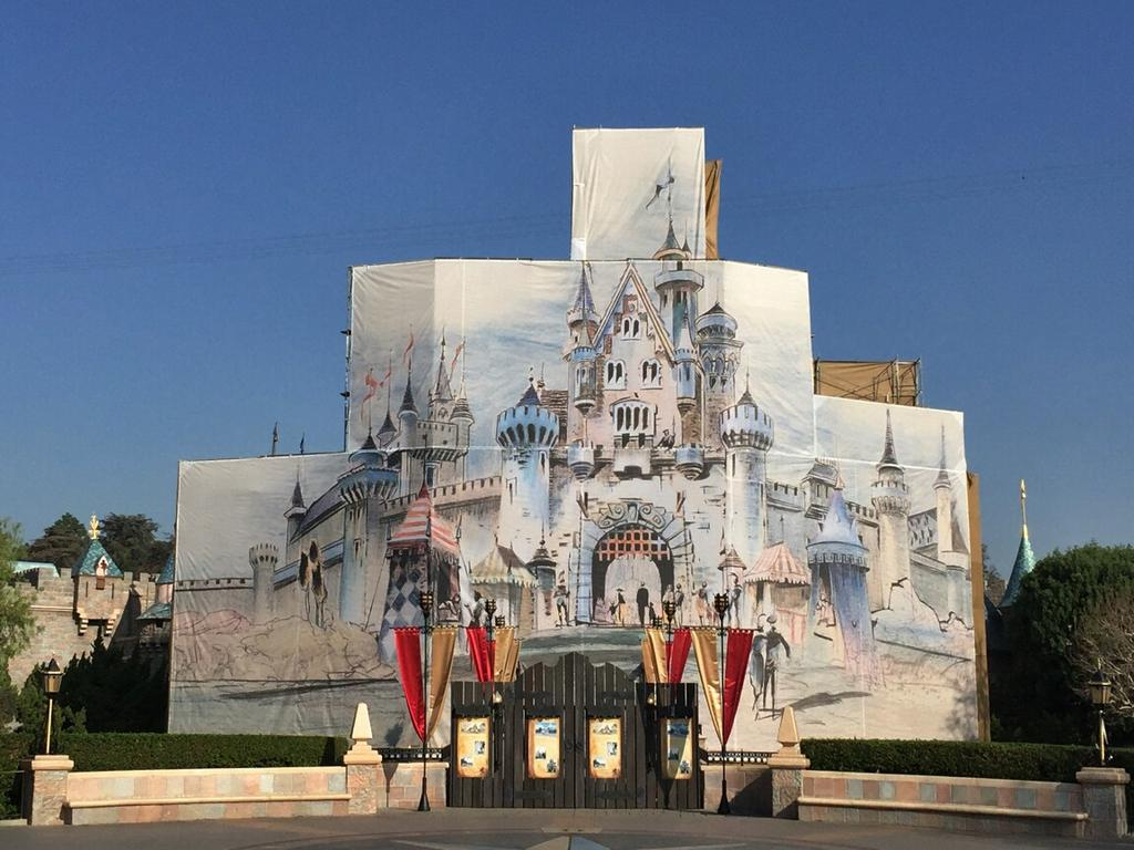 Original concept art for Sleeping Beauty Castle being used on the refurbishment scrim is mesmerizing #Disneyland60 http://t.co/CH5MNXUqpQ