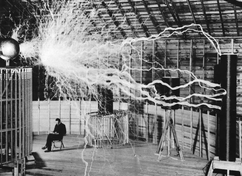 Foto esperimenti Nikola Tesla