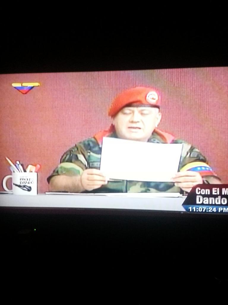 Este Sr. es Militar o Diputado? Hasta cuando se burla de la Constitucion!!! http://t.co/ah1rxHjRlk