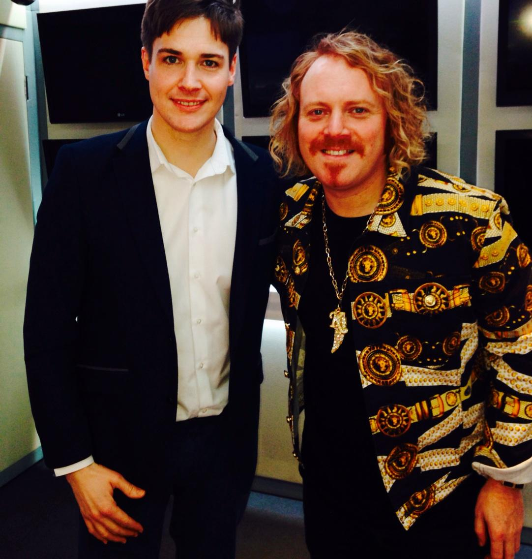 RT @Popprince: Can't wait to see his new ITV2 sketch show, later tonight. Always good to talk to @lemontwittor #keithlemon http://t.co/mF25…