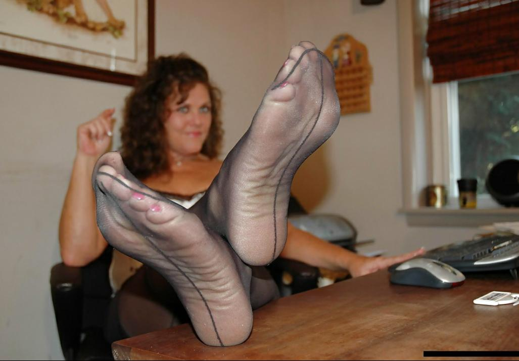 Cum on black pantyhose