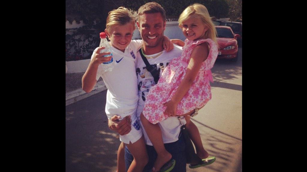 On route to see my babies!!!!!! Can't wait for a cuddle!!! #Alicante #❤️#🏃 http://t.co/DIh2brpwwj