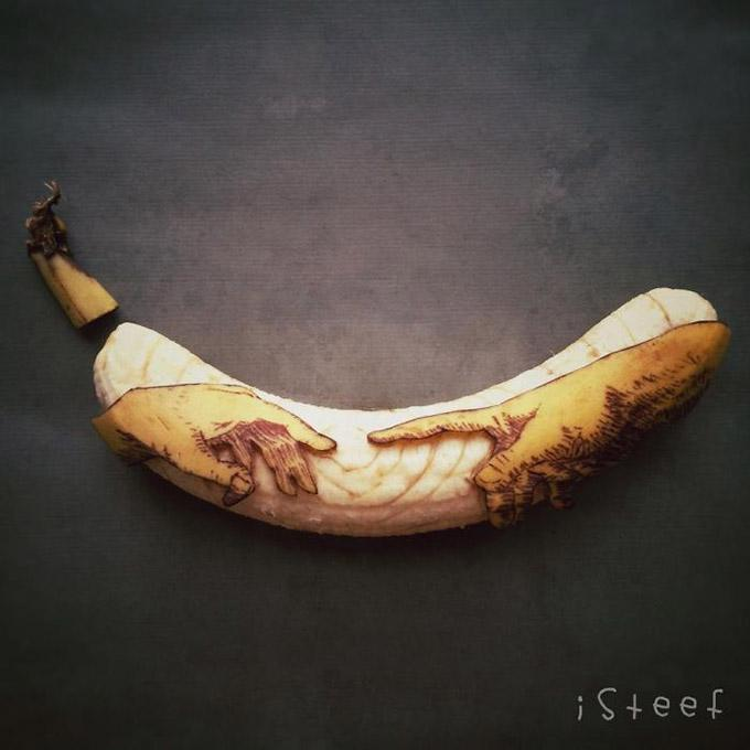 Artist Stephan Brusche @iSteef transforms with a knife and pen bananas into creative art. http://t.co/DUiDrY7Jpo http://t.co/UhjFnEep2K