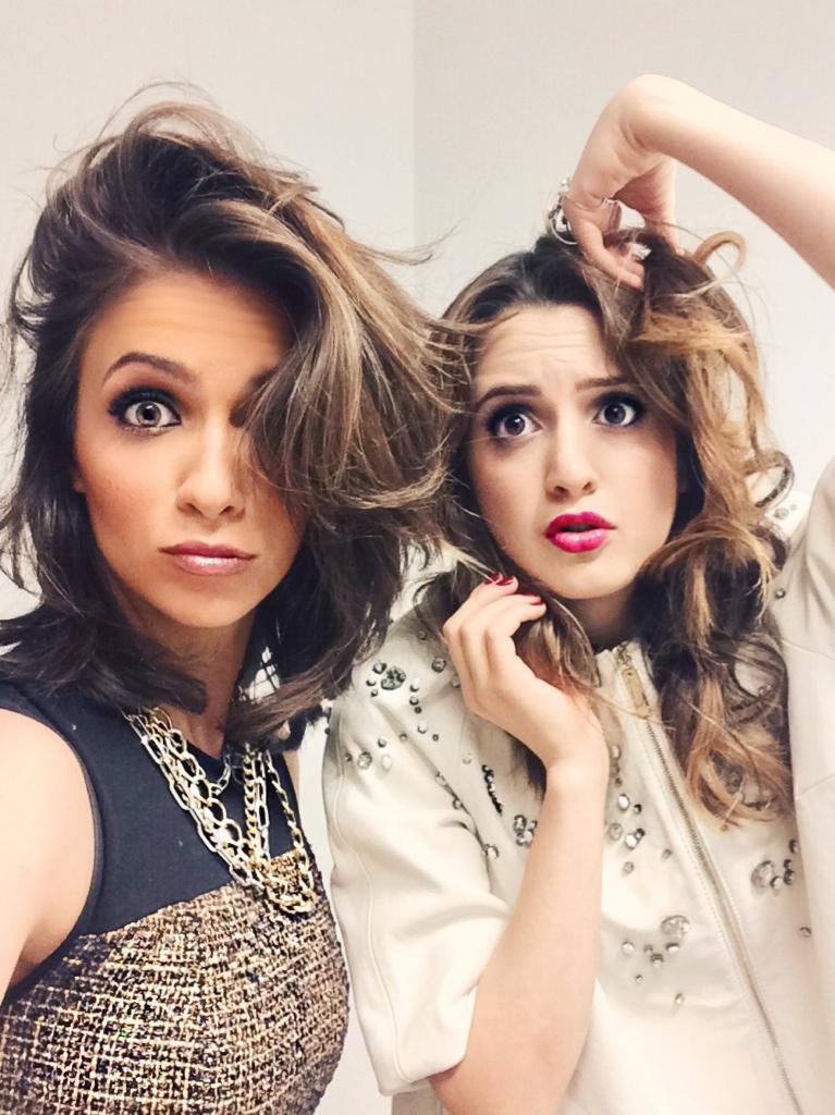 We woke up like 'dis @lauramarano   #disney #badhairday #austinandally http://t.co/OPheOvlJxv