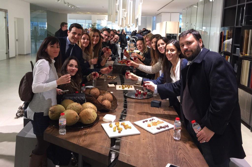 Gracias a nuestros Bloggers, deseamos que hayáis vivido un enriquecedora experiencia. Por #PorcelanosaExperience http://t.co/1ZXV2ga7AV