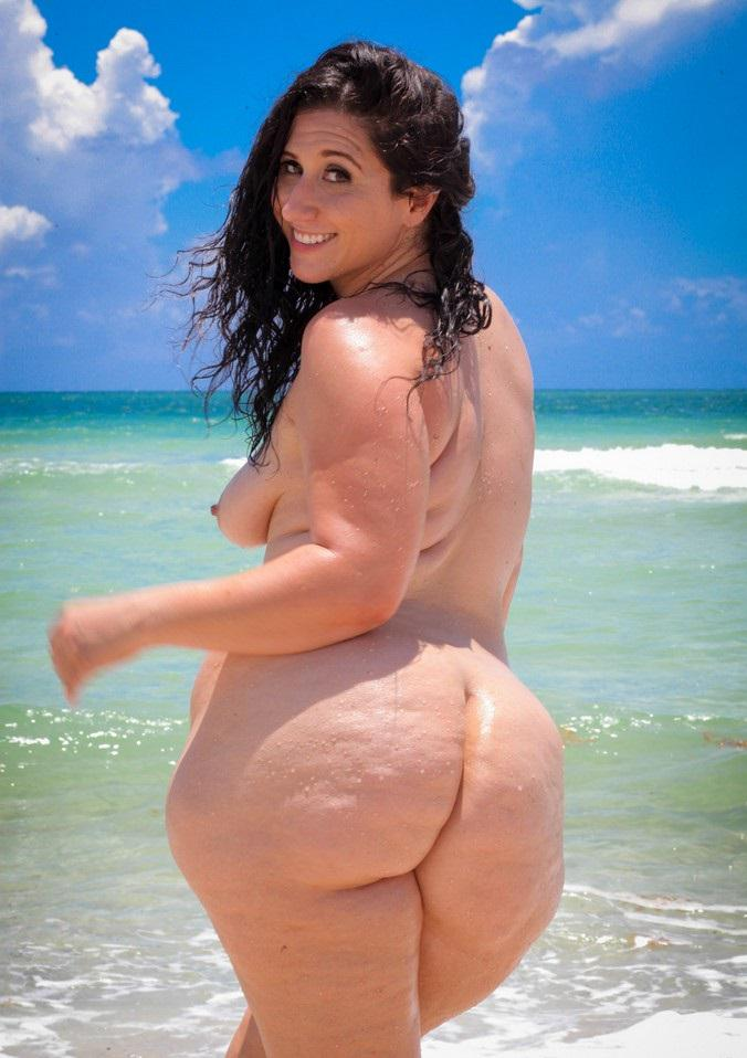 naked chubby sexy mom