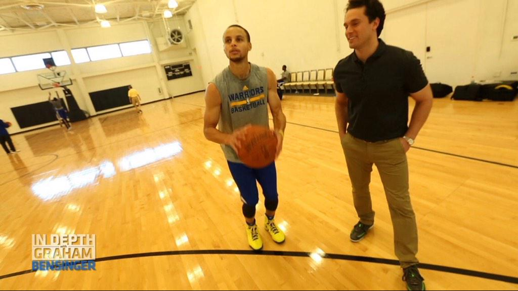 The man @StephenCurry30 giving me shooting tips on this wknd's show:  #LetsGoWarriors #nba #DubNation #WarriorsGround http://t.co/kTRrdjLDvO
