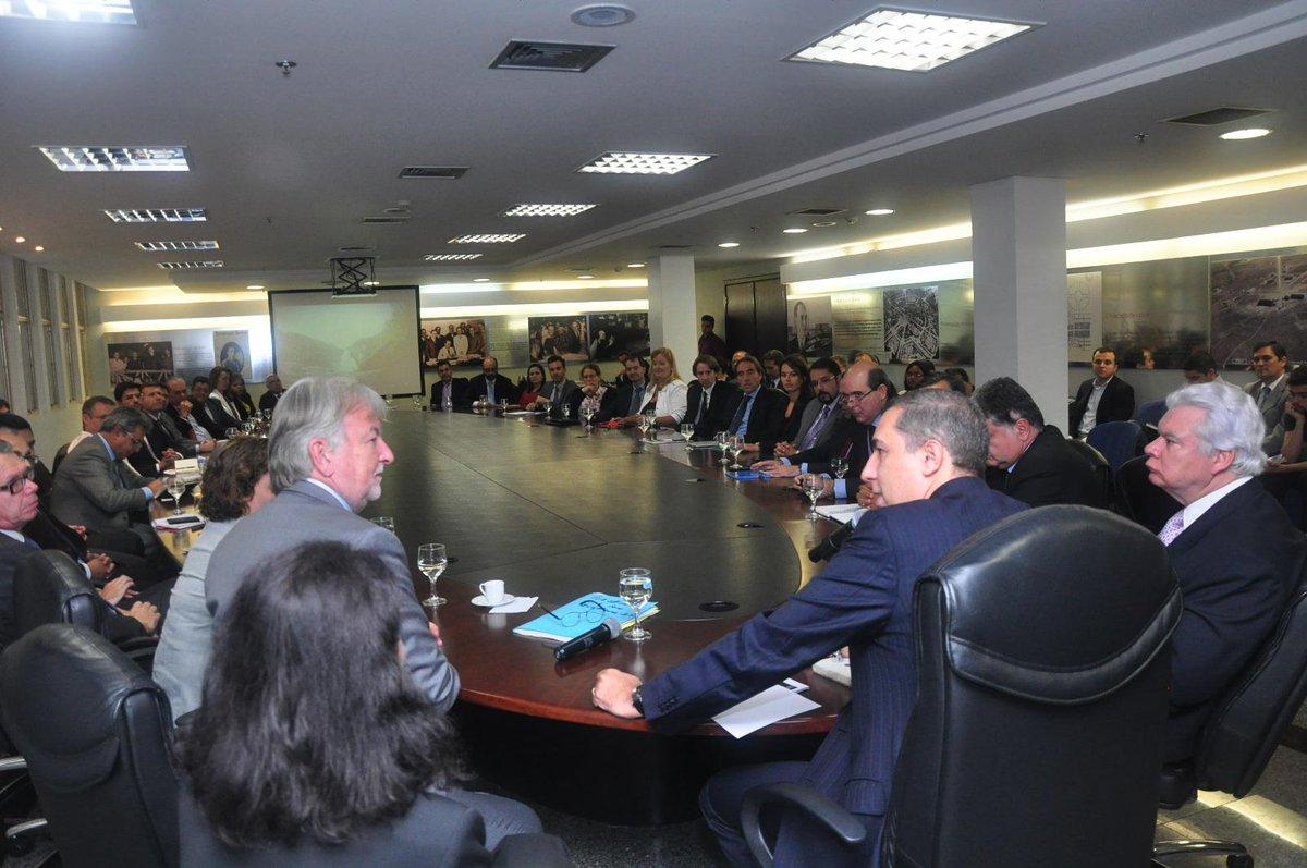 Realizamos reunião de trabalho com a delegação francesa comandada pelo embaixador no Brasil, Denis Pietton. http://t.co/jf6Cx9zr8z