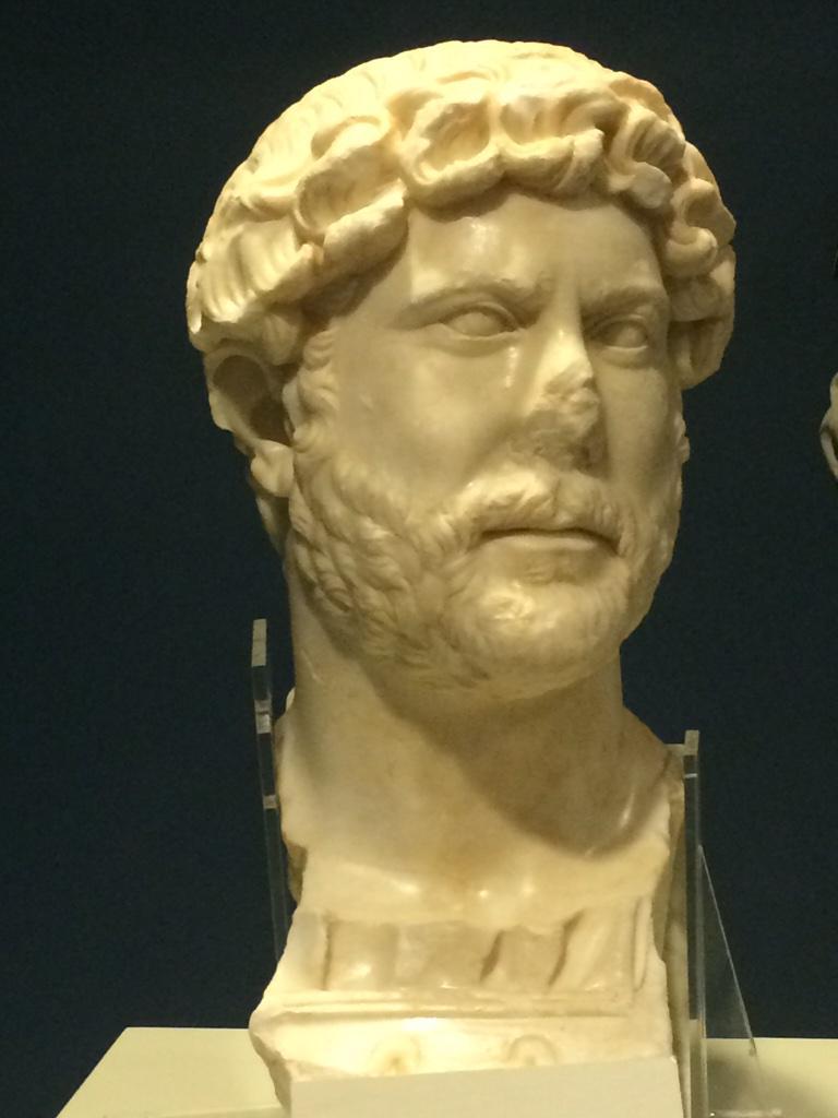 Busto de Adriano encontrado en Murcia B9HGJM8IEAQVkqq