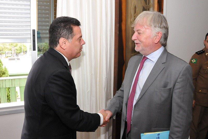 No Palácio das Esmeraldas, recebi, nesta quinta-feira, o embaixador da França no Brasil, Denis Pietton. http://t.co/77mTIfHuJ9