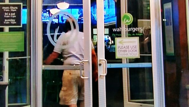 Seriously?! Fix the effing door!  @AprilOJ @MoFoFollowedMe @pammieb74 @lisamh77 LMFAO #wahlburgers http://t.co/kH0mWSSA63