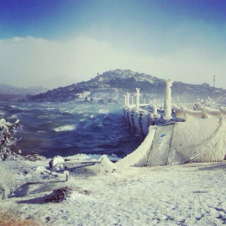 Así estaba ayer el embalse junto a Navacerrada. Impresionante! http://t.co/9TDxloiqhJ