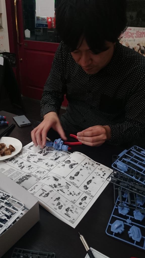 岸田メル「息切れしながらニッパー使うの初めて…」 http://t.co/YfmWO2mYBB