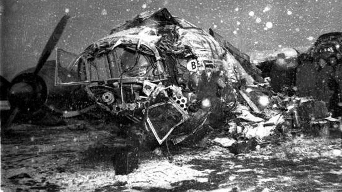 FdF L'aereo fece scalo a Monaco per rifornimento. Al terzo tentativo di decollo nella neve il tragico schianto. http://t.co/T8hCYPToQM