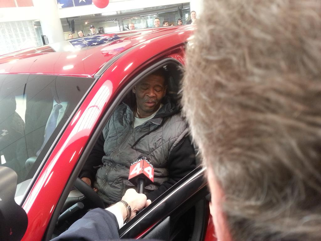 The Detroit guy who walks 20 miles to work just received a new Ford. http://t.co/vycpHSMYmo