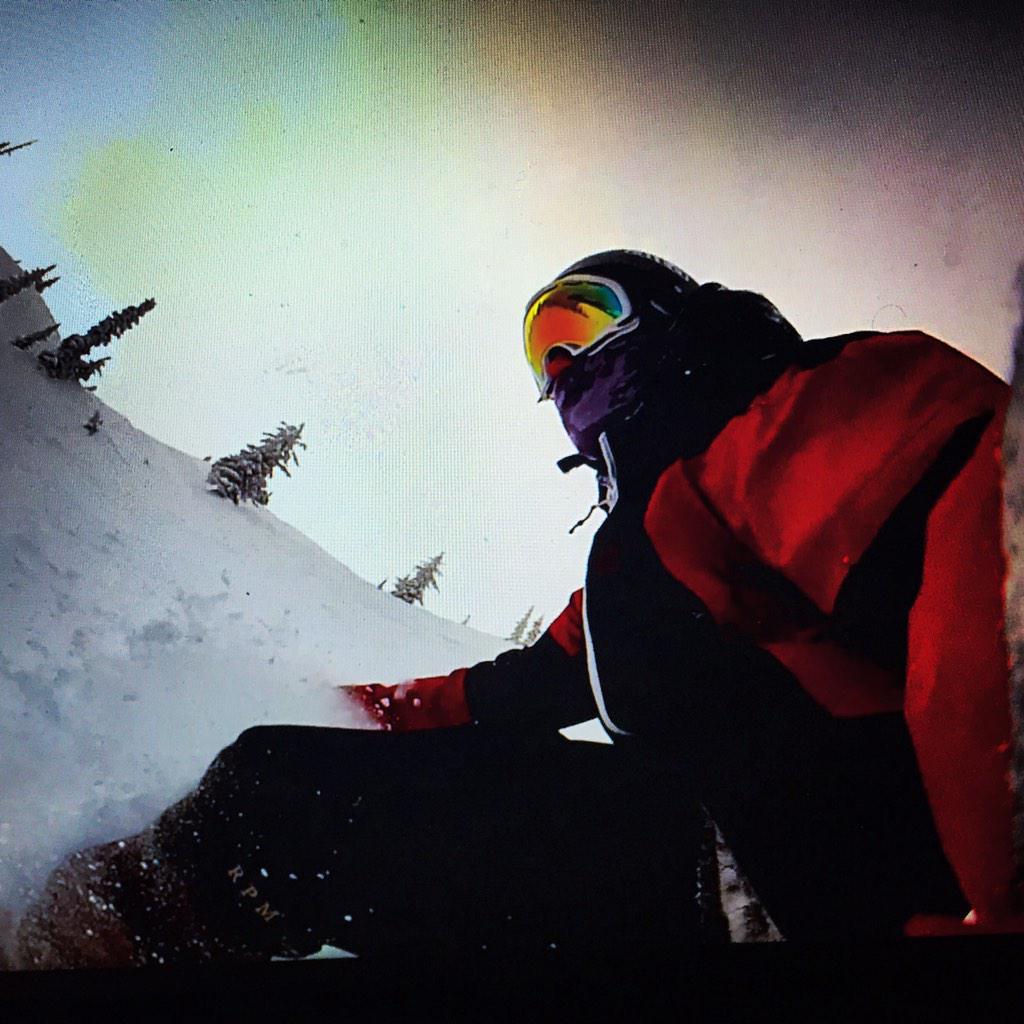Big white with the goods #bigwhite #snowboard #snowboarding #powder #bestdamjobiveverhad #Canada #bcpic.twitter.com/kjOXIN7B94