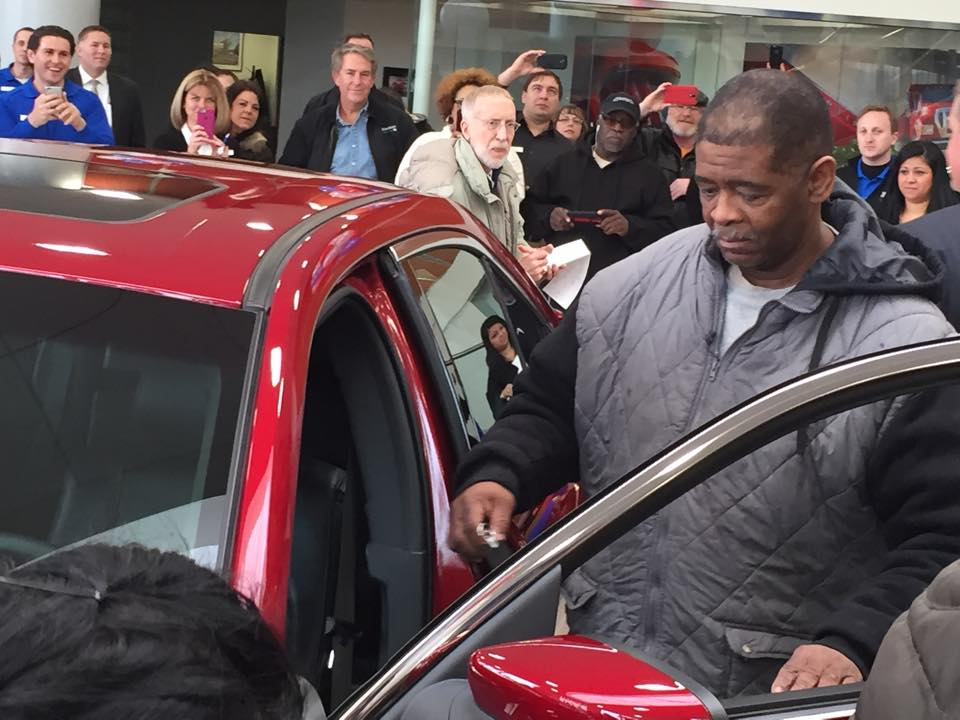Man who walked 21 miles to and from work every day for last 10 years surprised with new car! http://t.co/bXn3E4dEGj http://t.co/Fu6rvkaPye