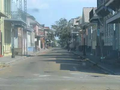 This is the French Quarter literally right after the storm. No flooding at all. Brian Williams is lying. http://t.co/2vraHGyV3c