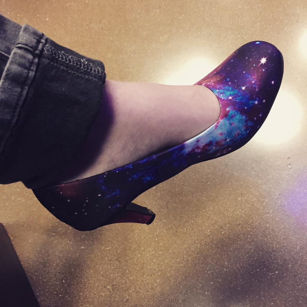 My friend Meg Rosenburg (@trueanomalies) wears the coolest shoes. #FirstFridaysNHM #NerdBrigade #HubbleShoes http://t.co/mHAm7E9Wq2