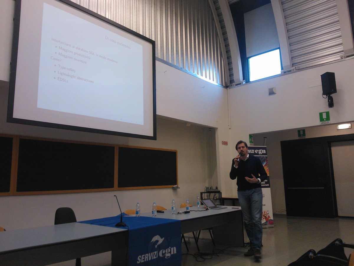 @gignico talking about data access in modern C++ http://t.co/m9eBGT267j