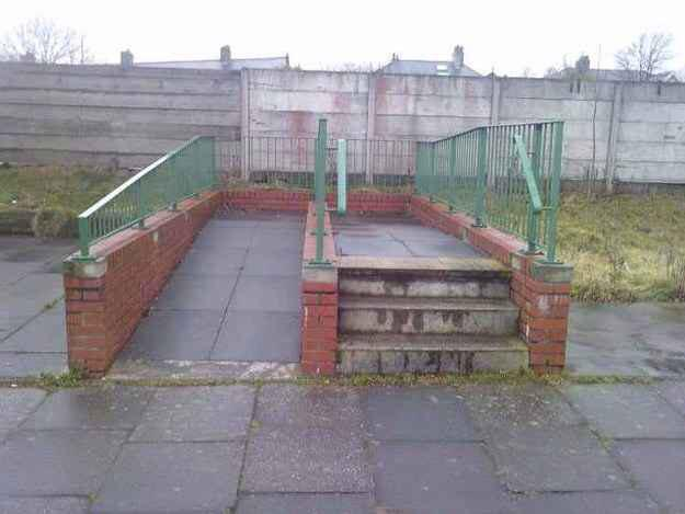 """@FootyAccums: #ThingsMoreUsefulThanJoeAllen?""   This ramp http://t.co/Zf6fYQ0ayp"